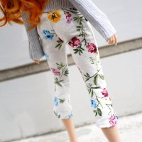 Bottom – Capri Pants (Floral)
